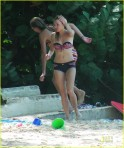 Sienna Miller in Barbados with Jude Law Dec 09